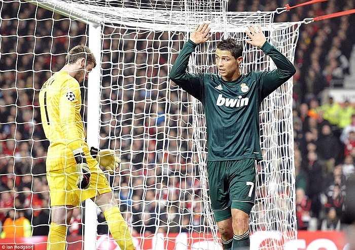 Ronaldo không ăn mừng sau khi ghi bàn vào lưới Man Utd ở Champions League mùa 2012-13