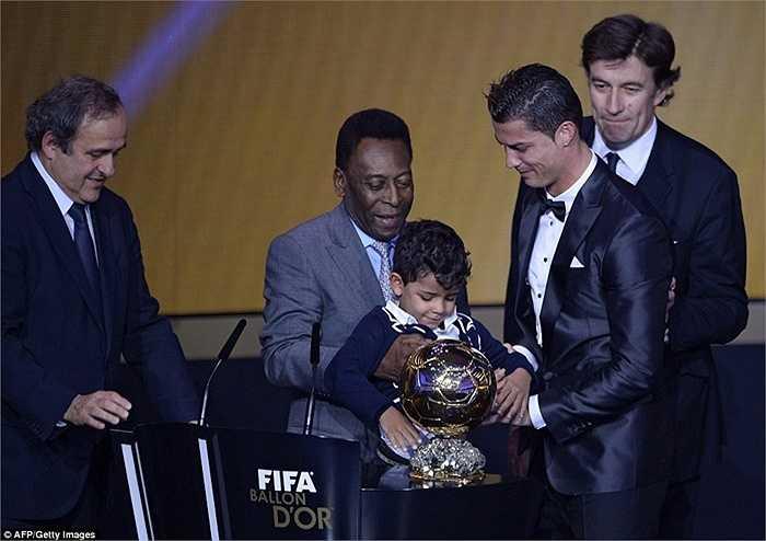 Ronaldo nhận Quả bóng vàng FIFA năm 2013