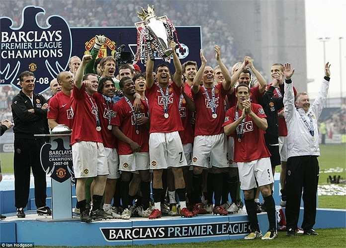 Tam tấu Ronaldo, Rooney, Tevez giúp Man Utd bảo vệ ngôi vương ở mùa kế tiếp