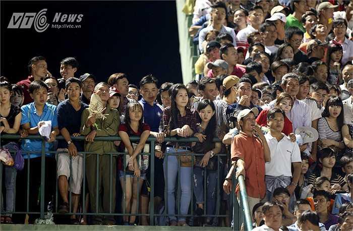 Khán giả Cần Thơ sẽ ứng xử thế nào khi vào sân chiều 7/2? (Ảnh: Quang Minh)