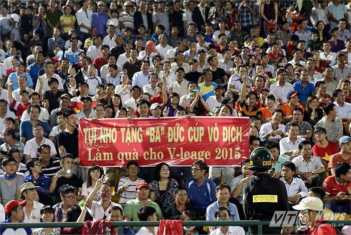 Rõ ràng V-League là sân chơi khốc liệt và các cầu thủ của 'Gỗ' đang phải chiến đấu hết khả năng để đứng vững. (Ảnh: Quang Minh)
