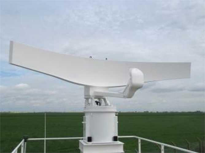 Radar Coast Watcher 100 hoạt động ở băng tần X, tần số 300 MHz, phạm vi phát hiện mục tiêu tới 170 km ở góc phương vị 900. Nó có thể phát hiện các mục tiêu như: tàu thuyền nhỏ tàng hình có diện tích phản xạ radar (RCS) 1m2 ở cự ly 45 km; phát hiện máy bay tuần tra hàng hải có diện tích phản xạ radar 25m2 bay ở độ cao 170m ở cự ly 90 km; tàu cá có RCS 50m2 chiều cao 3m trên mực nước biển từ cự ly 145 km; tàu chiến có RCS 10.000m2, chiều cao 10m trên mực nước biển từ cự ly 170 km. (Theo ĐVO)