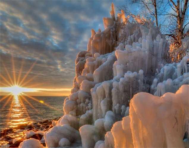 Lâu đài băng đá tại Hồ Thượng ở vùng Bắc Mỹ