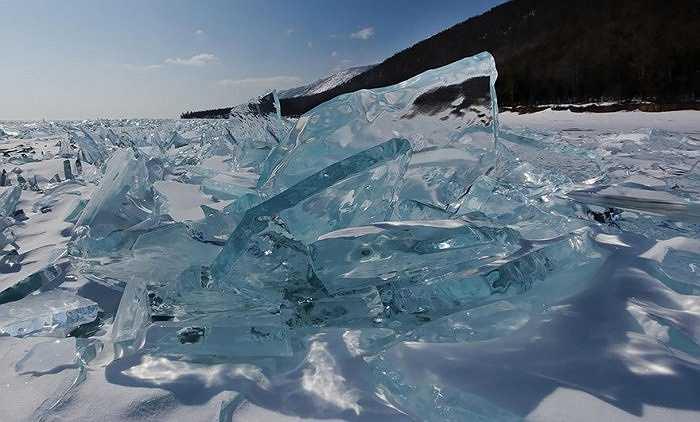 Băng đá phía bắc hồ Baikal, Nga