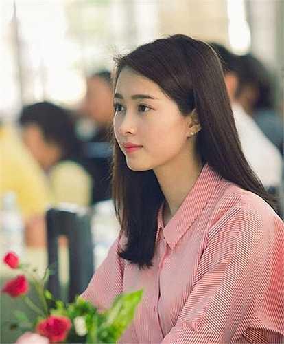 Đặng Thu Thảo, Mai Phương Thúy, Nguyễn Thị Huyền... đều có làn da đẹp và đường nét cuốn hút khi gột bỏ lớp son phấn.