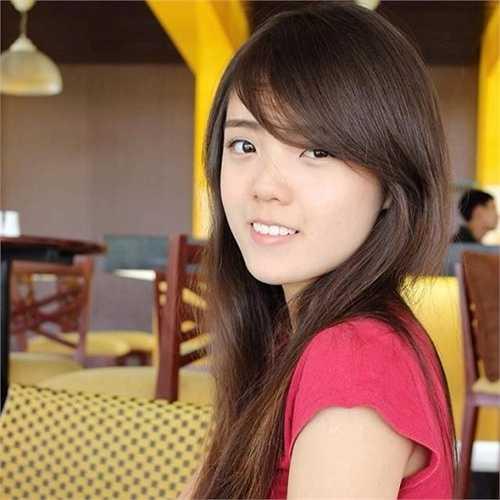 Đây được xem là bản sao được phát hiện sớm nhất trong tất cả các cô gái nổi tiếng vì có nhan sắc giống Hoa hậu Việt Nam.