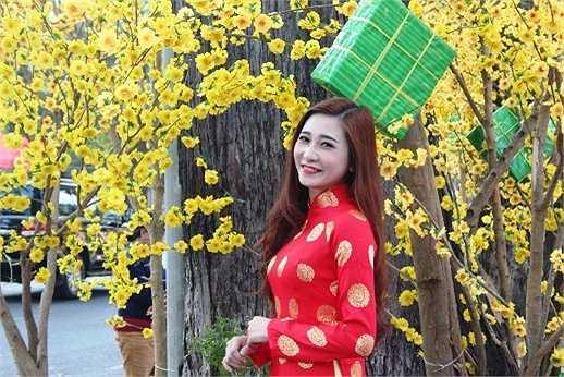 Thiếu nữ Sài Thành thả sức đọ dáng bên những vườn mai