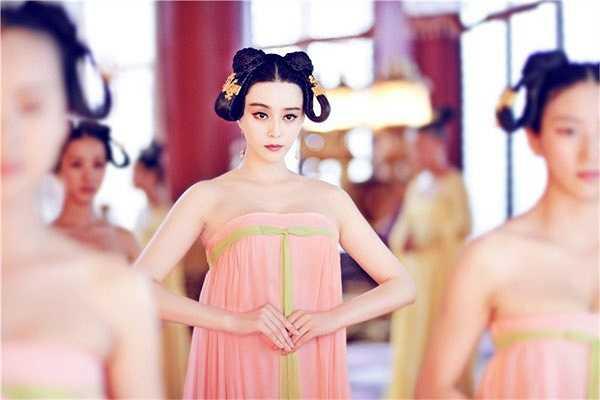 Cô đã thể hiện một Võ Như Ý hồn nhiên, vô tư, không hề biết sau này mình sẽ trở thành nữ hoàng đế đầu tiên trong lịch sử Trung Hoa.