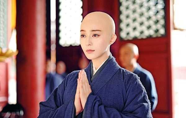 Sau khi Đường Thái Tông Lý Thế Dân (Trương Phong Nghị đóng) băng hà, Võ Mỵ Nương bị đưa vào chùa Cảm Nghiệp với pháp danh Minh Không.
