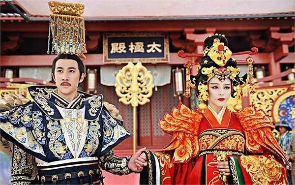 Loại 2 đối thủ lớn nhất là Vương hoàng hậu (Thi Thi đóng) và Tiêu Thục Phi (Trương Hinh Dư đóng), Võ Mỵ Nương được đưa lên ngôi hậu, trở thành vị hoàng hậu thứ 2 của Đường Cao Tông.