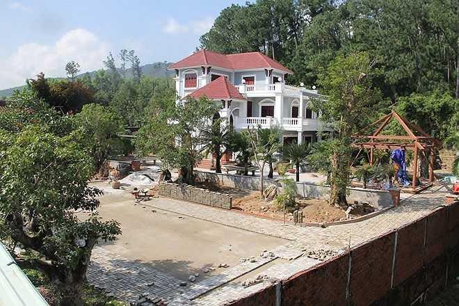 Ngày 4/2, UBND quận Liên Chiểu (TP Đà Nẵng) đã công bố quyết định xử phạt đối với gia đình thiếu tướng Phan Như Thạch (nguyên Giám đốc Công an tỉnh Quảng Nam, nghỉ hưu từ tháng 9/2014) vì xây dựng các biệt thự trái phép tại khu vực rừng nam Hải Vân (phường Hòa Hiệp Bắc, quận Liên Chiểu).