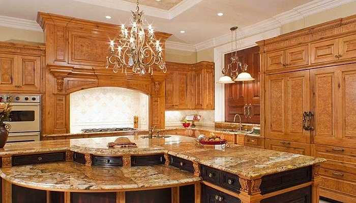 Biệt thự sở hữu 5 phòng bếp, với một trong số đó được trang hoàng như trong cung điện ngày xưa