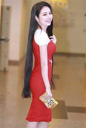 Hoa hậu Nguyễn Ngọc Anh toát lên nét đẹp Á Đông dịu dàng, e ấp.