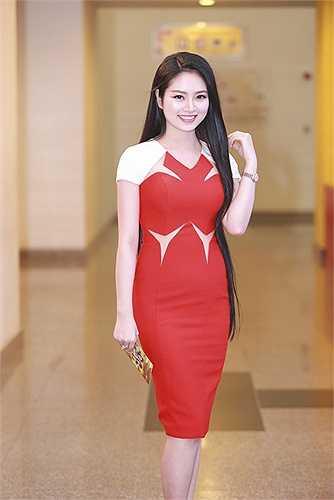 Ngọc Anh đang sinh sống và học tập tại Hà Nội. Cô học năm thứ tư ngành Quản trị Kinh doanh của một trường đại học.