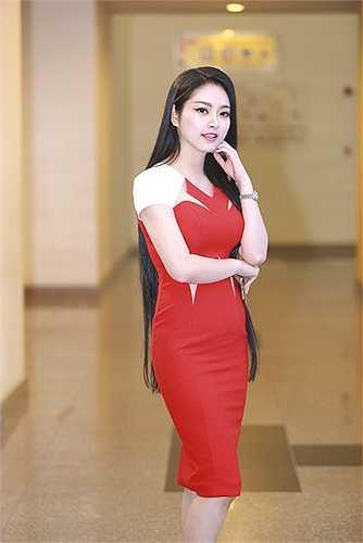 Hoa hậu vẫn giữ mái tóc dài từ khi tham gia cuộc thi Hoa hậu Dân tộc cho đến nay.