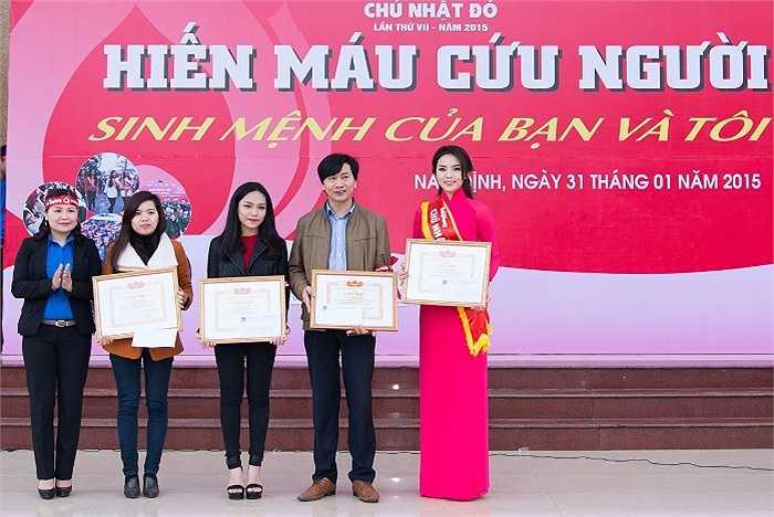 'Chủ nhật Đỏ' tại Nam Định đã thu hút sự tham gia của gần 1.000 thanh niên, sinh viên và công nhân. Kết quả Ban tổ chức đã tiếp nhận 733 đơn vị máu, nâng tổng số đơn vị máu thu gom được tại tỉnh Nam Định trong 2 ngày diễn ra Chủ nhật Đỏ (9/1 và 31/1) lên 1.567 đơn vị.
