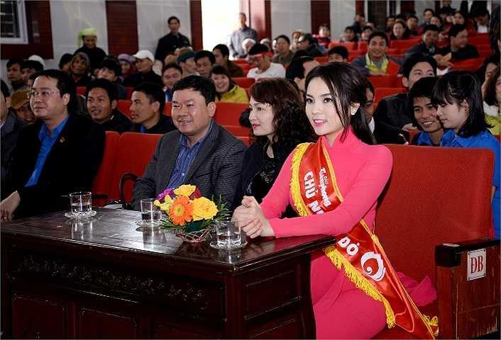 Hoa hậu Kỳ Duyên cũng về huyện Hải Hậu (Nam Định) để cổ vũ chương trình