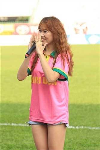 Thành công về mặt doanh thu, việc mời ca sỹ đến hát cổ động còn giúp tinh thần các cầu thủ thi đấu tốt hơn và đó là một phần lý do Đồng Tháp có chiến thắng tưng bừng 3-0 trước QNK.Quảng Nam.