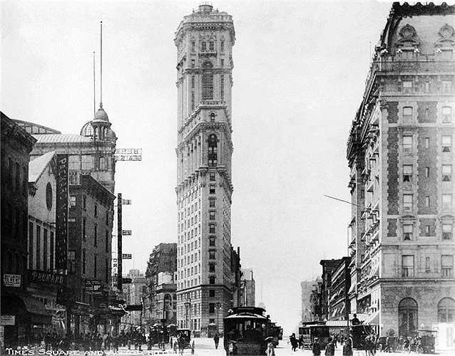 Năm 1904: Bức ảnh này được chụp sau khi tòa tháp Thời đại (Times) được xây dựng xong và nơi đây được đổi tên thành Quảng trường Thời đại (Times Square).