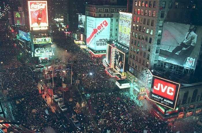 Năm 1995: Quảng trường Thời đại chật kín người