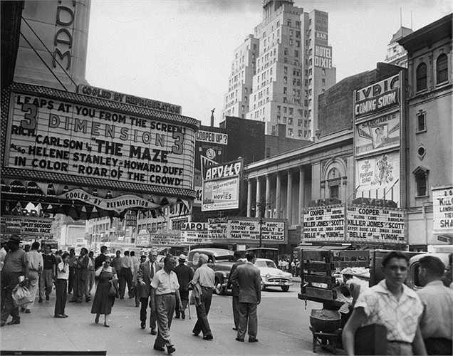 Năm 1953: Các rạp hát, rạp chiếu bóng mọc lên như nấm dọc theo phía Tây Đường thứ 42.