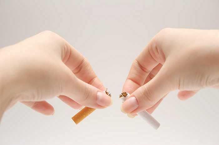 Không hút thuốc: Thói quen hút thuốc ảnh hưởng xấu đến sức khoẻ của người hút thuốc và những người xung quanh. Hãy bắt đầu một năm mới không hút thuốc giúp tăng cường sức khoẻ của bản thân và cộng đồng.