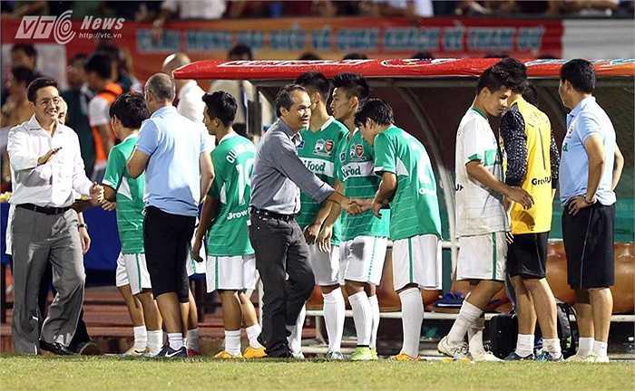 Trên sân Cần Thơ, U19 HAGL nói chung và lứa Công Phượng nói riêng, lần đầu tiên giành chức vô địch tại một giải đấu. (Ảnh: Quang Minh)