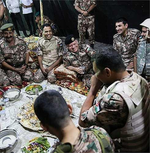 Thường xuyên luyện tập với các đơn vị đặc nhiệm Mỹ, SOCOM có đến 14.000 thành viên, sẵn sàng tham gia các cuộc chiến chống IS