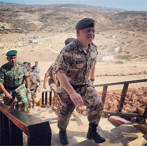 Quyền lực của ông cùng với những năm tháng quân ngũ giúp Vua Abdullah II có được lòng trung thành của các binh sĩ