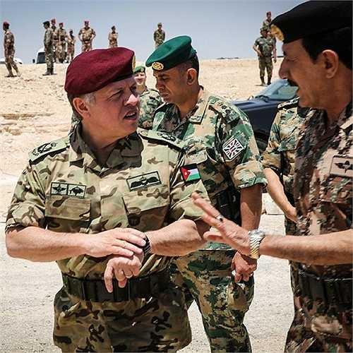 Nhà Vua tham gia một cuộc tập trận của Không quân Jordan