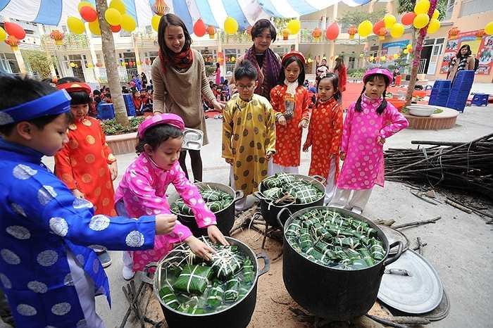 Chương trình 'Xuân lan tỏa yêu thương' là nhằm mang đến cho học sinh những trải nghiệm thực tế cũng như hiểu biết về văn hóa truyền thống Việt Nam, qua đó phát huy lòng tự hào và tự tôn dân tộc