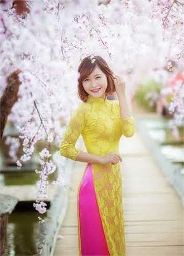 Tưởng Thị Minh Thúy, sinh năm 1994, sinh ra ở vùng đất với nhiều làng nghề truyền thống Hà Tây cũ.