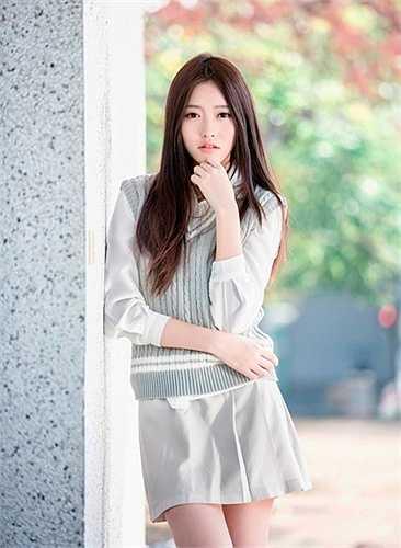 Trương Thái Ninh cao 1m72, nặng 50 kg, mới 19 tuổi nhưng đã là show girl, người mẫu ảnh có tiếng ở Đài Loan.