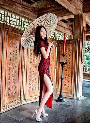 Trương Thái Ninh, tên tiếng Anh là Winnie, sở hữu đôi chân dài 101 cm, không quá 'khủng' nhưng gây ấn tượng bởi vẻ thon thả nuột nà.