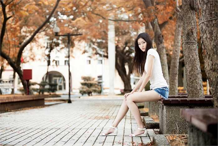 Những bộ ảnh khoe cặp chân hoàn hảo của Trương Thái Ninh khiến nam giới 'phát sốt'.