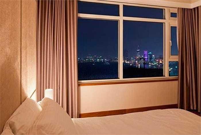 Không gian bên ngoài của phòng ngủ cũng rất đẹp, giúp Thái Hà nhìn được nhiều cảnh đẹp của TP.HCM.