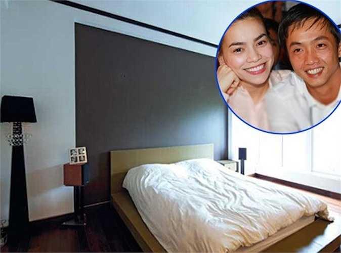 Giường ngủ giản dị không ngờ của Hà Hồ: Nơi nghỉ ngơi củaHà Hồ và Cường Đô La được thiết kế góc cạnh, với gam màu nhẹ nhàng.