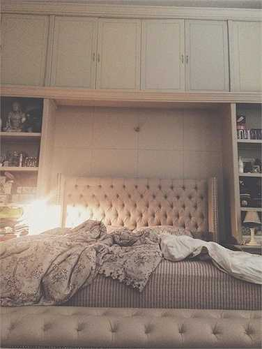 Phòng ngủ xa hoa của Lý Quý Khánh:Một góc phòng ngủ của Lý Quí Khánh cũng nói lên phần nào gia thế hoành tráng và cuộc sống xa hoa của nhà thiết kế trẻ tuổi này.