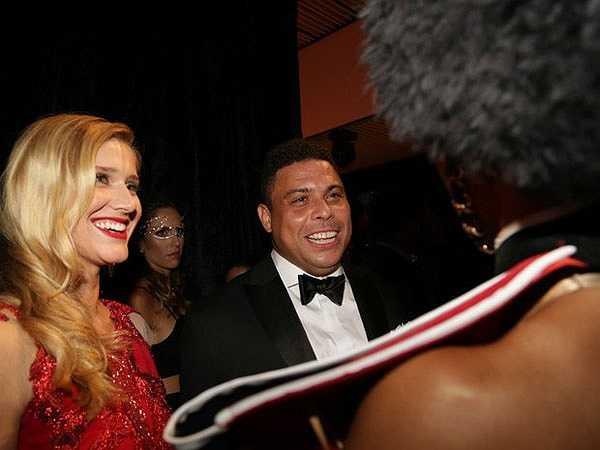 Suốt từ đầu năm, tin đồn Ronaldo và vợ sắp cưới Paula Morais chia tay được bàn tán khắp nơi khi hai người không đón Giáng sinh hay năm mới cùng nhau.