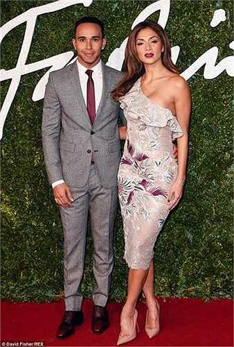 Trong quá khứ, Lewis Hamilton và Nicole Scherzinger từng nhiều lần chia tay rồi lại tái hợp. Từ đó tới nay, có không dưới 3 lần cặp đôi ồn ào này 'đường ai nấy đi' rồi sau đó lại về bên nhau. Theo Daily Mail, chuyện tình của Lewis Hamilton và Nicole Scherzinger từng tan rã vào tháng đầu năm 2010, cuối năm 2011 và tháng 7 năm 2013.
