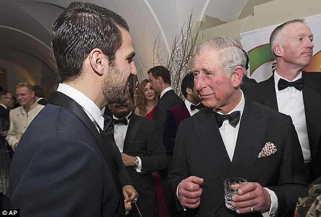 Tham dự bữa tiệc này còn có Hoàng tử Anh - Charles.