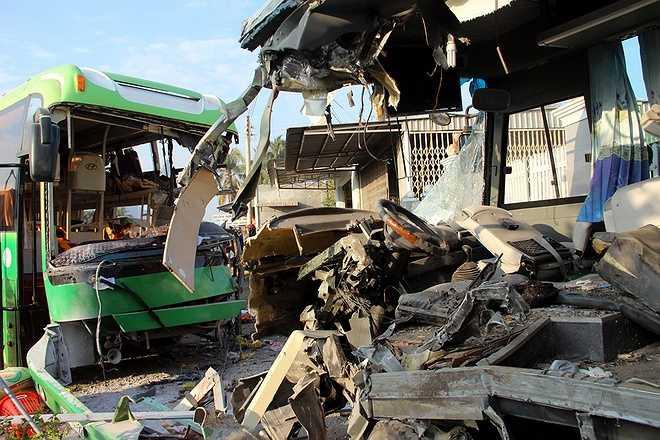 Ban ATGT Bình Thuận cũng phải chỉ đạo Công an tỉnh Bình Thuận khẩn trương điều tra, làm rõ nguyên nhân vụ tai nạn, xử lý nghiêm vi phạm; khởi tố vụ án vi phạm quy định về trật tự an toàn giao thông gây ra vụ tai nạn xe khách đặc biệt nghiêm trọng này. (Ảnh: VNE)