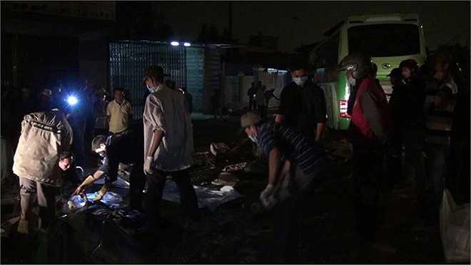 Chủ tịch UBND tỉnh Bình Thuận Lê Tiến Phương đã đến hiện trường chỉ đạo cứu hộ cứu nạn. Các nạn nhân sống sót sau khi chăm sóc y tế thì được bố trí xe khách về quê Nghệ An. (Ảnh Zing)