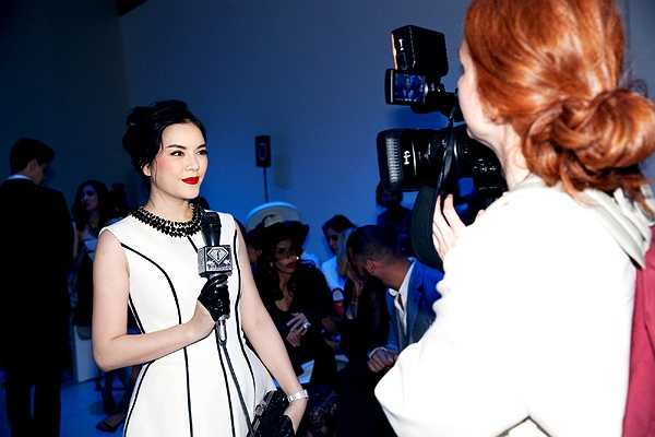 Chiếc đầm cô chọn để xuất hiện tại sự kiện cũng chính là mẫu thiết kế trong bộ sưu tập mới nhất của thương hiệu Georges Hobeika.