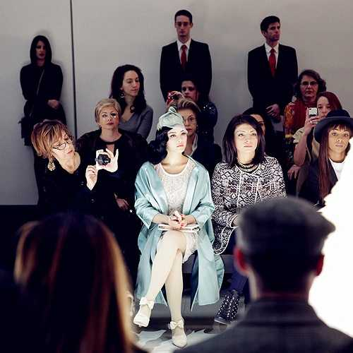Sự xuất hiện nổi bật với phong cách thời trang cổ điển, quý tộc của Lý Nhã Kỳ đã tạo ấn tượng mạnh đối với quan khách tham dự show diễn.