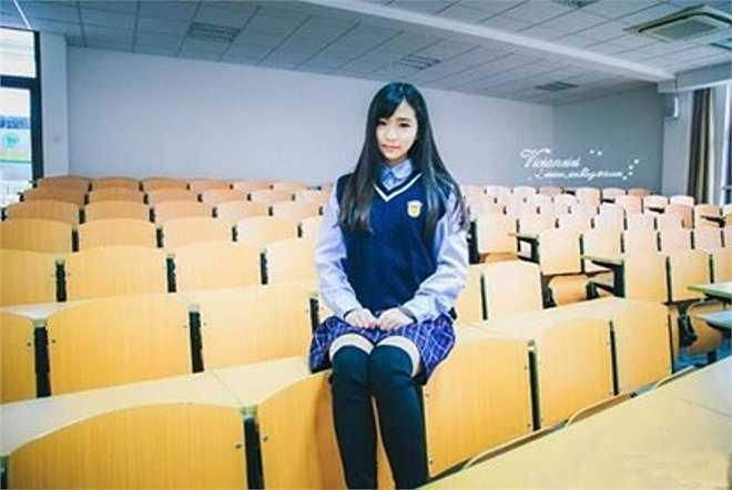 Linh Lê đang được cư dân mạng ca ngợi là nữ sinh xinh đẹp nhất Hạ Môn.