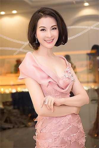 Khi sự nghiệp đang trên đỉnh cao, Thanh Mai đã quyết định từ giã điện ảnh để theo học tại trường đại học chuyên ngành Ngoại ngữ và Quản trị kinh doanh.