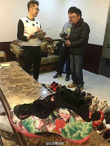 Một chàng trai ở Bắc Kinh, Trung Quốc đã cầm đồ hết toàn bộ 300 đôi giày hàng hiệu đang có để lấy tiền mua nhà cưới vợ