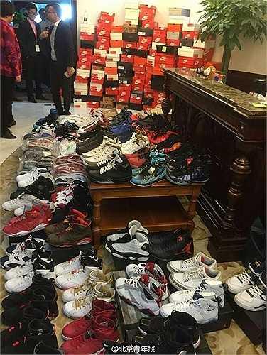 Chàng trai nói trên cũng tiết lộ, nhiều đôi giày được mua nhờ sự tiết kiệm của bản thân