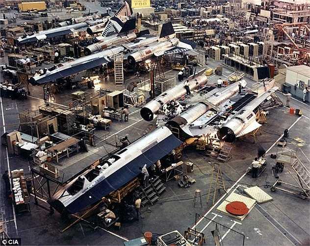 Các bộ phận trong thân máy bay được chế tạo ở nhà máy của hãng Lockheed